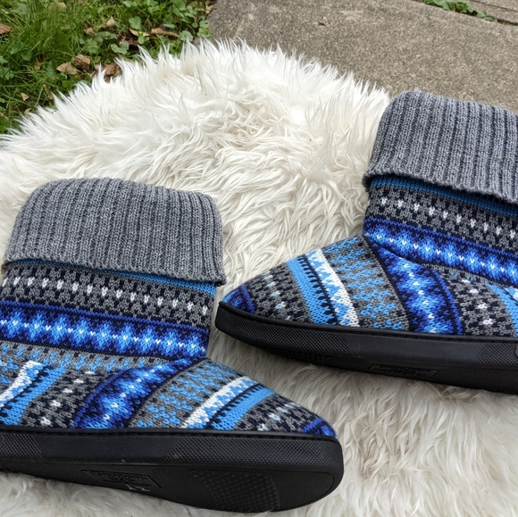 NWOT Isotoner Aztec Print Tall Slippers Size 6-7